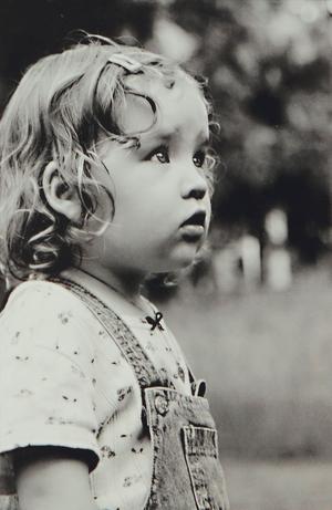 Fundersam kallar Gunilla Lundqvist sitt barnporträtt som finns med i utställningen i Tierp.