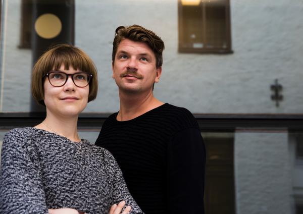 Det är tillsammans med Sara Bergmark Elfgren som Mats Strandberg skrivit Engelsforstrilogin. Elfgren har också varit involverad i filmens manus.
