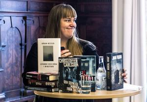Kerstin Bergman från Svenska Deckarakademien presenterar de nominerade till två av årets priser.