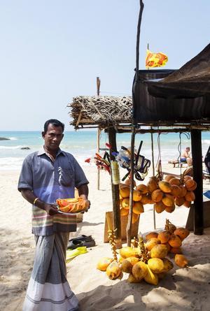 Den bästa frukten köper man för några kronor på stranden. Färsk mango, papaya och kokosnöt släcker både törsten och fyller på vitaminförrådet.