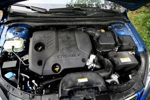 Motorn är i princip identisk med den vanliga 1,6-litersdieseln men nedbantad 25 hk för att klara de svenska miljöbilskraven.Foto: Rolf Gildenlöw