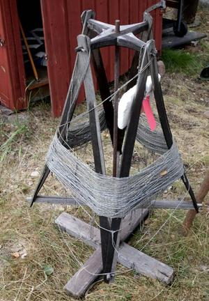 En gammal handbyggd vinda för långreven gör det enkelt att lägga ut krokarna.