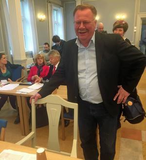 Åldermannen Hans Hedlund hade till skillnad från alla andra ledamöter fått en stol med armstöd.