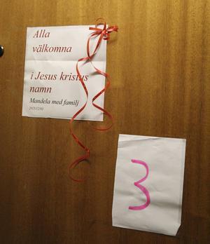 Dörren till lucka 3 i den levande adventskalendern – Bruksgatan i Ljusne.