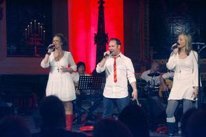 Fairytale of New York framfördes av tre medlemmar ur Team Hanna.