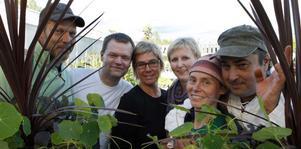 Humla kulturförenings styrelse, (från vänster) Hans Eriksson, Bertil Ahlberg, Maria West, Krista Ahlberg, Sara Johansson och Mikael Johansson arbetar under visfestivalen tillsammans med ytterligare ett tio-tal personer.