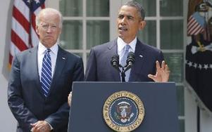 USA:s president Barack Obama, här med vicepresident Joe Biden i bakgrunden, vill att USA attackerar Syrien men har lovat att invänta kongressens beslut i frågan. Foto: Charles Dharapak
