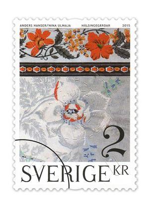 Från Bommars i Letsbo norr om Ljusdal kommer motivet till tvåkronorsfrimärket. Därifrån har man hämtat en tapetmålning föreställande en pionbukett. Bild: PostNord