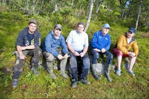 Simon Rönnqvist, Thomas Johansson, Kenneth Persson, Karl-Erik Guttormsson och Nicklas Johansson diskuterar rovdjurs-, bensin- och utbildningspolitik.