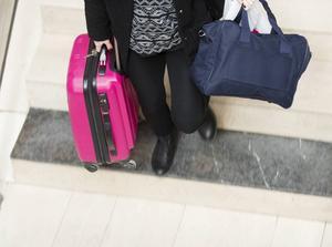 Om du flyger mycket kan det vara skönt att klämma ned all packning i en kabinväska och slippa checka in bagage.    Foto: Fredrik Sandberg/TT