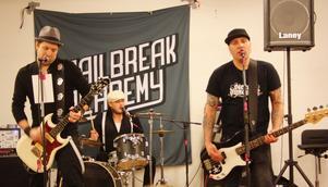 Cirkeln är sluten. Jailbreak Academy spelar på stället där man vuxit upp och format sin musikstil.