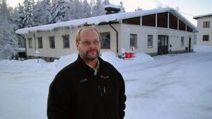 Jan-Åke Nordlund, som tillsammans med sin bror Håkan i företaget Ansjö Skogsröjningar köpte gamla kommundelskontorshuset i Kälarne.Foto: Ingvar Ericsson