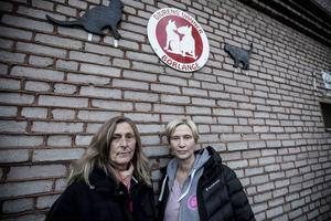 Lillemor Danielsen och Caroline Ohlson utanför lokalen i Kvarnsveden Djurens vänner tidigare huserade i.