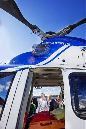 Att ambulanshelikoptern är viktig för vård i glesbygd anser Ylva Johansson och föreslår nu att ett nationellt bolag bildas för ambulanshelikoptrar.