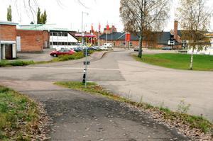 Kommunens gatu- och vägingenjör har fått i uppdrag att göra en analys över hur gång- och cykeltrafiken fungerar i kommunen och komma med förslag på åtgärder.
