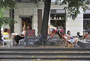 Ett av Warszawas många trevliga bokkaféer på gatan ul Ordynacka.