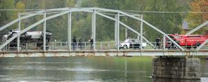 Den vältande tankbilen och en tidstypisk Volvo Amazon polisbil är riggade för tagning.