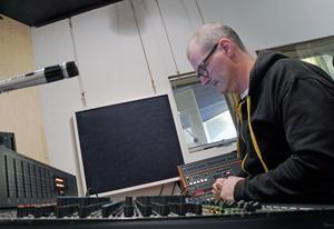 Patrik Staffansson på Enviken records rattar ljudet på John Lindberg Trios nya album.