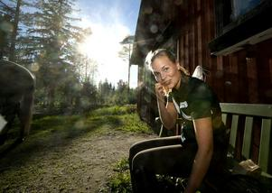 Solen är på väg att gå ned bortanför stallet, men för HRK:s Lisa Silfversten har den ljusnande tävlingsframtiden precis börjat gry.