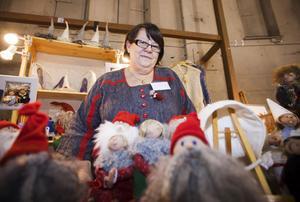 Agneta Hård från Björke visade upp och sålde tomtar och troll som hon tillverkat i olika storlekar.