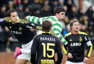 Mattias Mete i en match mot AIK 2011. I bakgrunden Solnaklubbens ikon, Daniel Tjernström.  Foto: Per Groth/arkiv