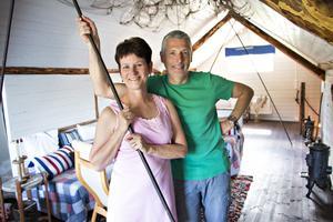 Anna-Karin Hall och Johan Lindbloms stora intresse för byggnadsvård och miljö har präglat deras förvandling av båthuset till fritidshus.