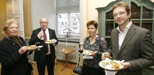 Förra länsrådet Monica Robin Svensson och maken Pelle samtalade med Astrid Dandanell och maken Magnus, vd för Mackmyra Svensk Whisky.