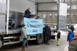 upprop. Med specialanordnat klockspel på Rådhuset och banderoller kom den landsomfattande budkavlen för en kärnvapenfri värld till Gävle i går.