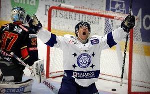 Bara en av sju kvalserier med Leksand har slutat lyckligt för Jens Bergenström som hoppas få jubla ordentligt igen när den åttonde är färdigspelad.Foto: staffan Björklund