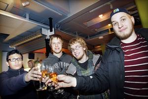 Oscar Valle Hernandez, Fredrik Jönsson, Emil Nordin, Jesper Albjörk är några av fotbollsspelarna som nu syns i SVT:s serie.