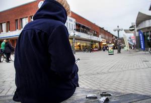 Läkemedel och spice är det stora narkotikaproblemet i Söderhamn. Drogerna används av tjejer och killar ur alla samhällsklasser. Bilden är arrangerad.