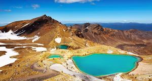 Många söker sig till Tongariro för att vandra bland de vackra kratersjöarna. Men efter vulkanens utbrott stängdes området av.