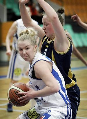 Frida Joelsson i Jämtlands linne. När damlaget spelar i höst kommer namnet att vara Östersund.