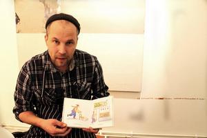 Daniel Matthias med boken