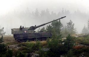 Tysk banddriven haubits testas på Villingsbergs skjutfält.