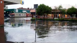Detta är Storgatan i Strömsund, under tisdagskvällen.