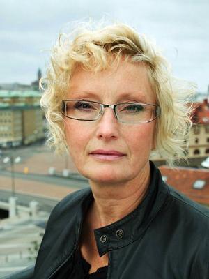 """Ingrid Elfberg, född och uppväxt i Östersund, debuterar med """"Gud som haver"""" som utkommer på Kabusa förlag den 23 juli.Foto: Jenny Segerfelt"""