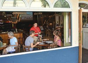 Duval Street saknar inte ställen att äta på.   Foto: Anders Pihl/TT