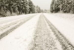 Från och med måndag är det sänkt hastighet på väg 84 mellan Sveg och Hedeviken på grund av många olyckor och undermåligt underhåll.