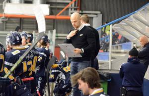 Lyckas Dennis Hall och tränarkollegan Jeff Jakobs leda Borlänge till seger i den andra play off-matchen mot Kallinge/Ronneby?