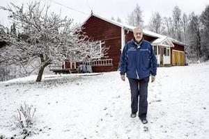 I en stuga på gården har Jan Lindström byggt en liten biograf med 14 sittplatser.