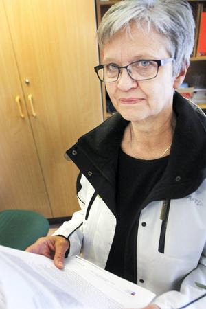 Biträdande rektorn Karin Liinasaari är mycket förvånad över att YH-utbildningen i Strömsund inte får fortsatt statligt stöd, trots att nästan alla får jobb direkt efter utbildningen.