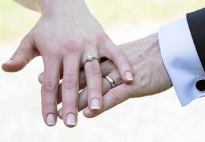 I Sverige ska ingen under 18 år räknas som gift, skriver Alliansen.