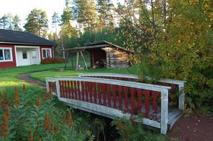 Ungdomarna bor på Solglimten i Älvdalen. Två gånger har nu en bilist avsiktligt försökt köra på dem.