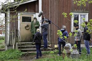 Stig-Anders Svensson, bättre känd som Hästmannen, blir numera flitigt besökt på sin gård. Här av ett tyskt tv-team.