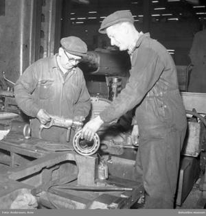 Finska varvsarbetare från Uddevalla. Personerna på bilden har inget med artikeln att göra.