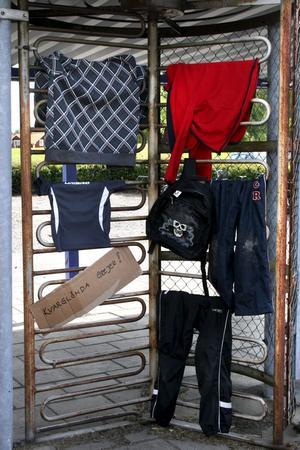 Fynd. Efter fyra dagars fotbollsskola så saknade dessa kläder sin ägare.