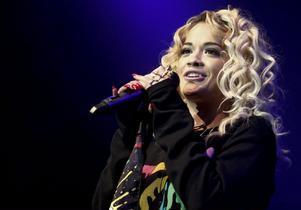 Rita Ora turnerade med Coldplay förra sommaren.