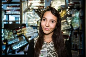 Samantha Rieberio Johnsson, 15, är språkrör för Grön Ungdom i Västmanland. Under helgens riksårsmöte valdes västeråsaren med rötter i Brasilien in i ungdomsförbundets Internationella utskott. Hon har bland annat hunnit prao:a på EU-parlamentet och riksdagen.