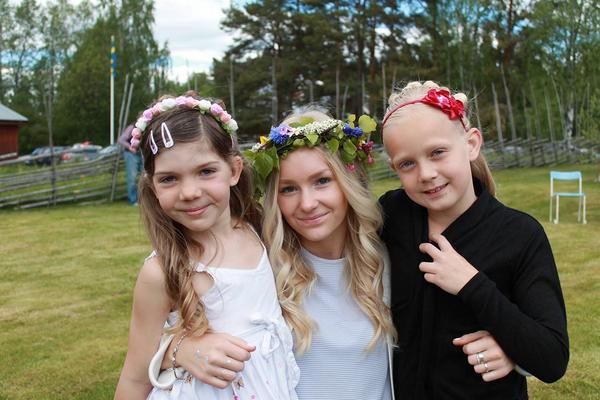 Nelly Mirårs, Fanny Arnesson och Maja Dilén på Gammelträde i Ytterhogdal